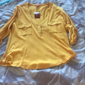 Guess yellow T-shirt